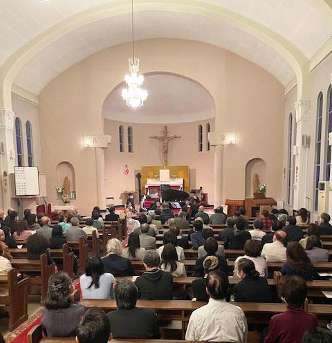 カトリック芦屋教会聖堂内